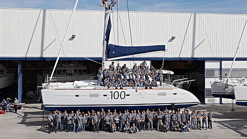 100-й корпус парусного катамарана Lagoon 500