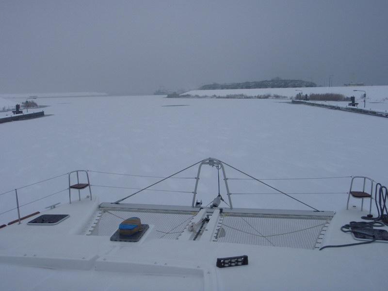 Lagoon 450 во льдах Рейна