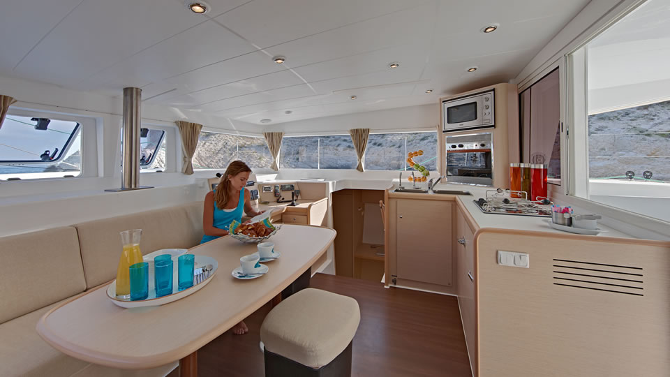 Салон парусного катамарана Lagoon 400