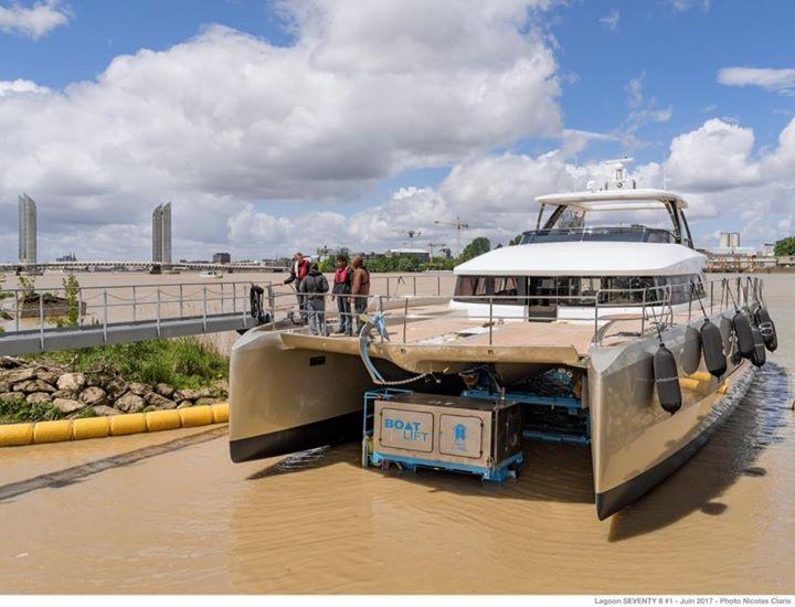 Спуск на воду первого корпуса Lagoon SEVENTY 8 в Бордо