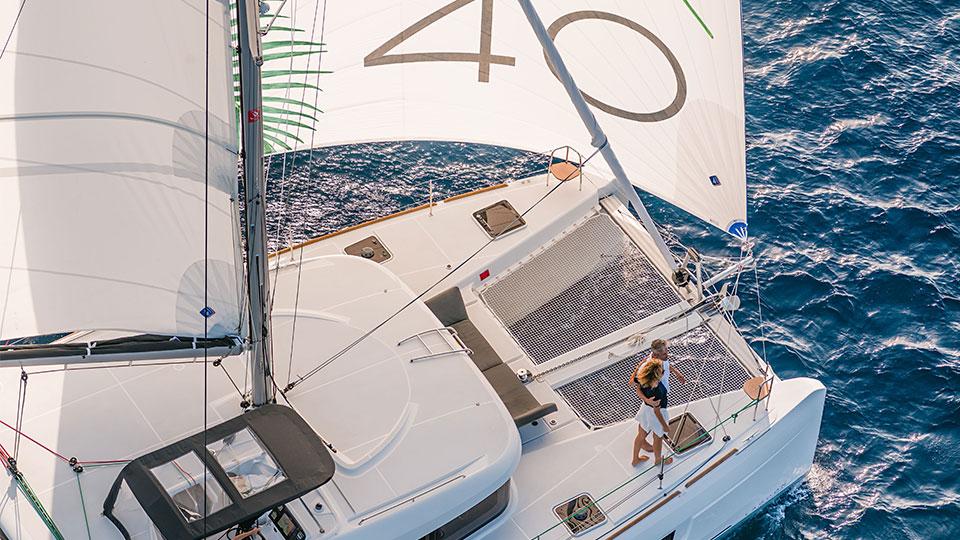 Под парусами с Lagoon 40 управляться легче, чем с Lagoon 39